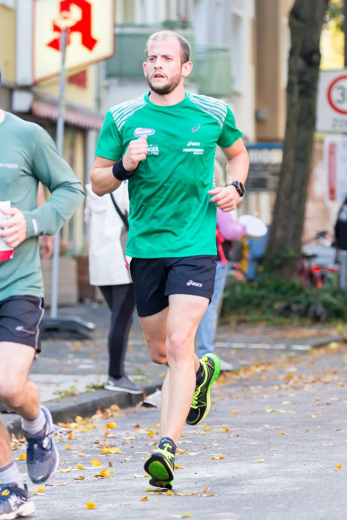 Nicht nummerierter Läufer - Köln Marathon 2017