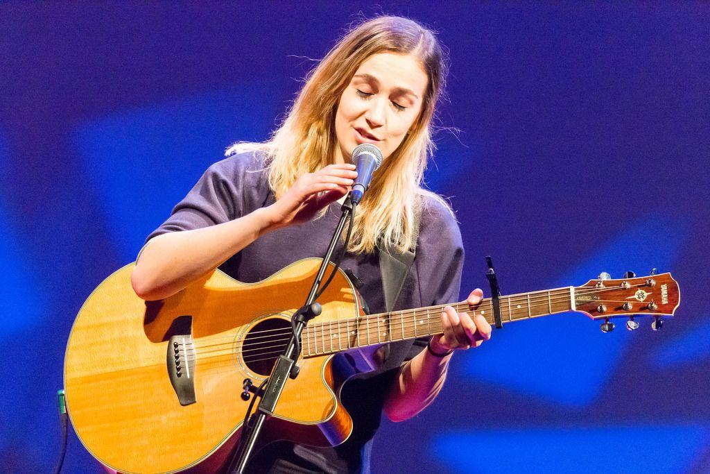 Niederländische Songschreiberin Marit Trienekens - TEDxVenlo 2017