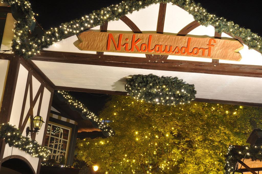 Nikolausdorf: Weihnachtsmarkt am Rudolfplatz, Köln