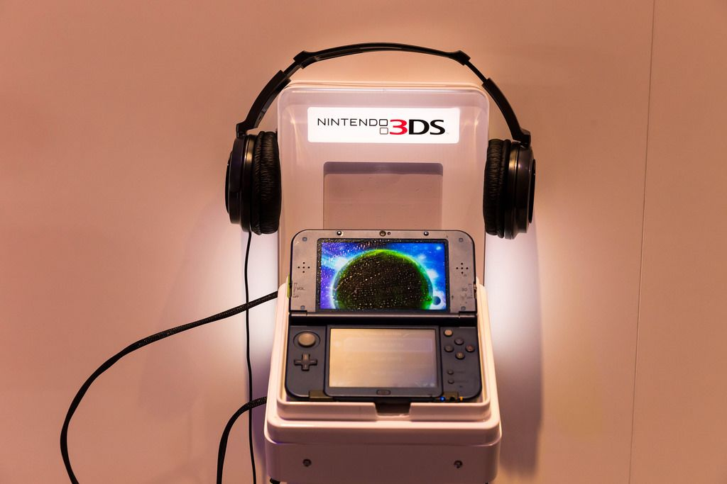 Nintendo 3DS und Kopfhörer - Gamescom 2017, Köln