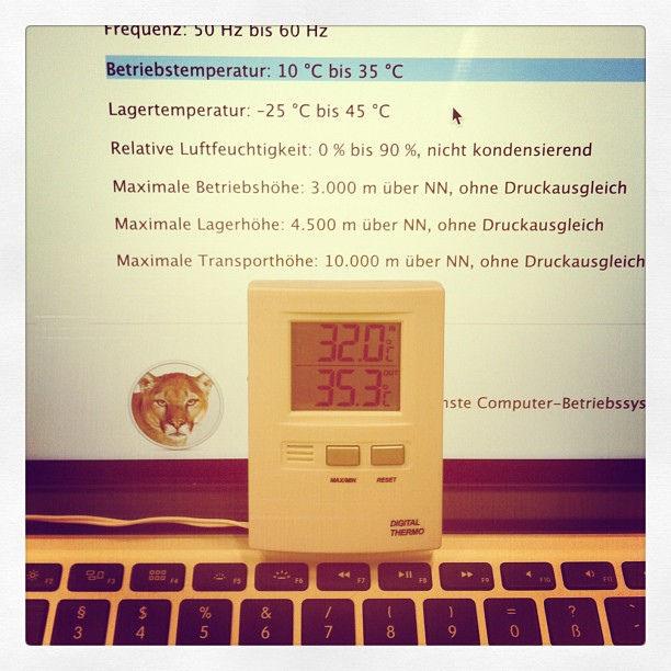 Noch 3 Grad und meinem MacBook wird's zu viel. :) #macbook #gluthitze #office #summer #cologne #hot