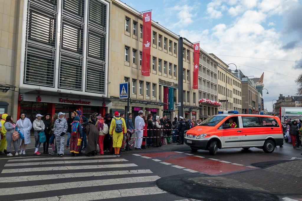 Notarzt im Einsatz - Kölner Karneval 2018