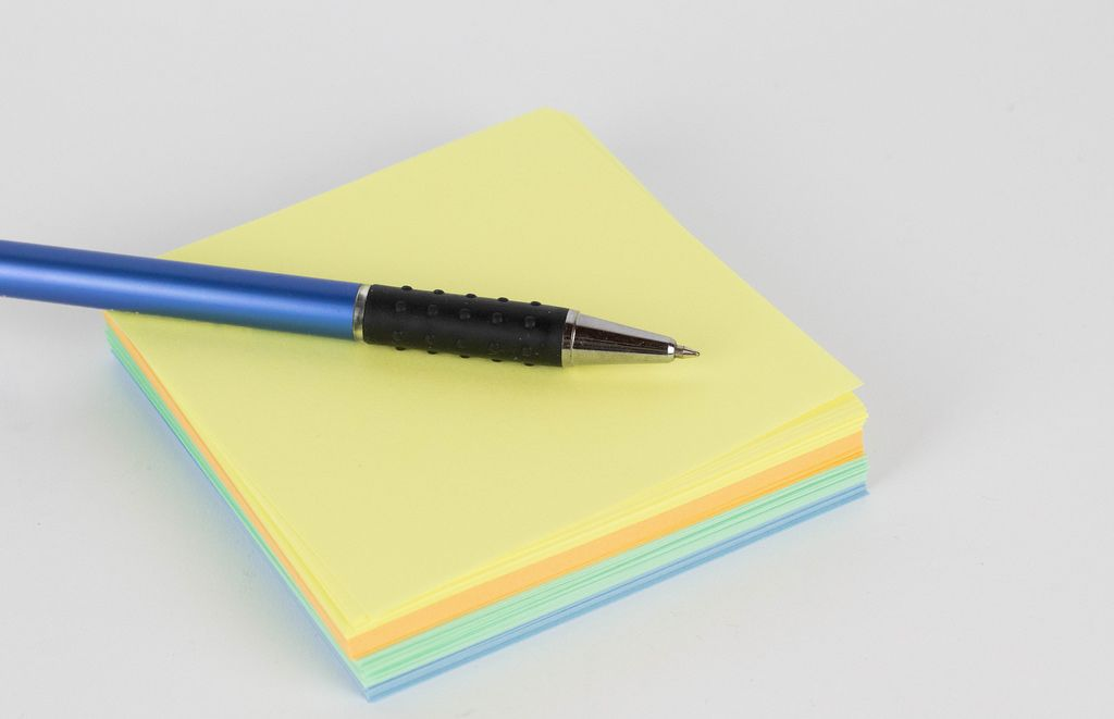 Note papers and pen
