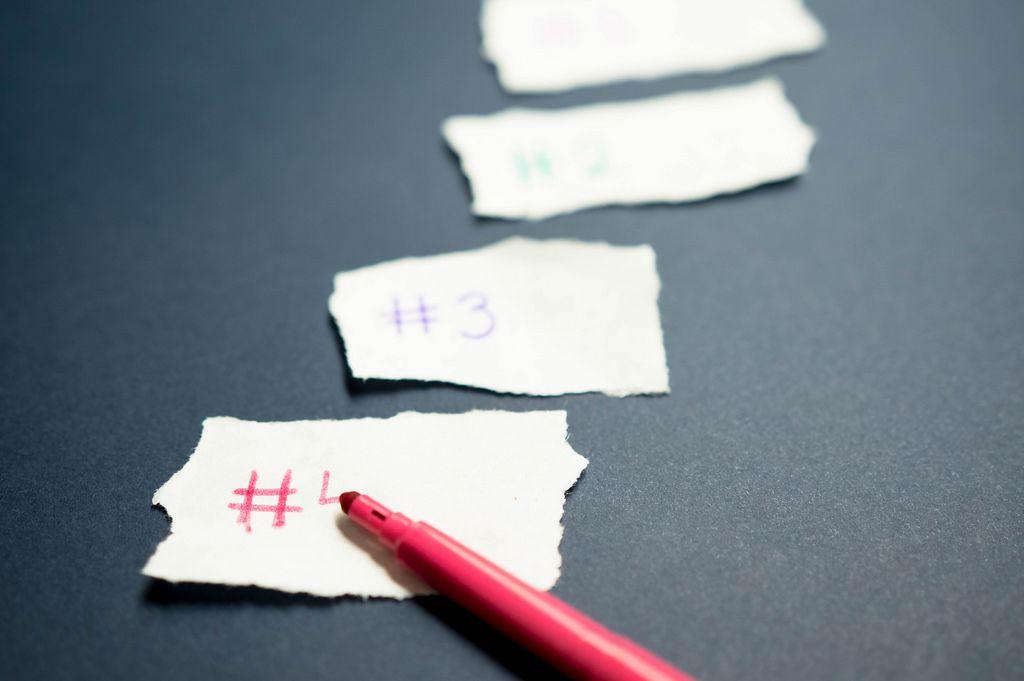 Nummerierungen auf Papierstücken
