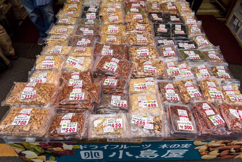 Nüsse auf Markt in Tokio
