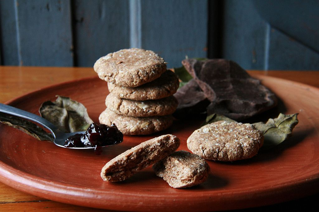 Oat and Cocoa Cookies with natural raspberry jam