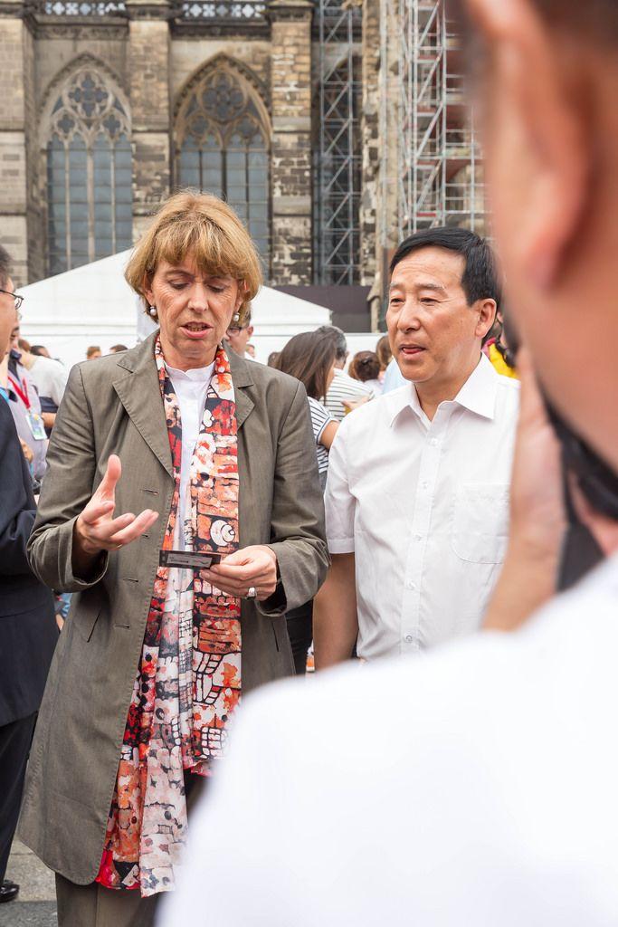 Oberbürgermeisterin Henriette Reker beim Chinafest in Köln