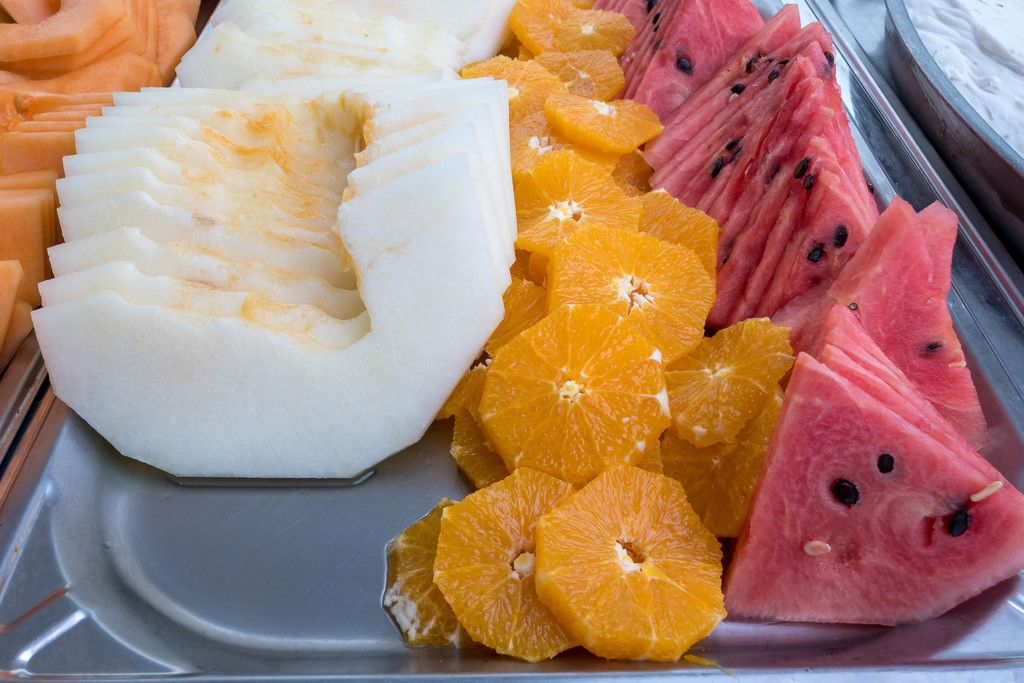 Obstplatte mit Melone, Wassermelone, Orange