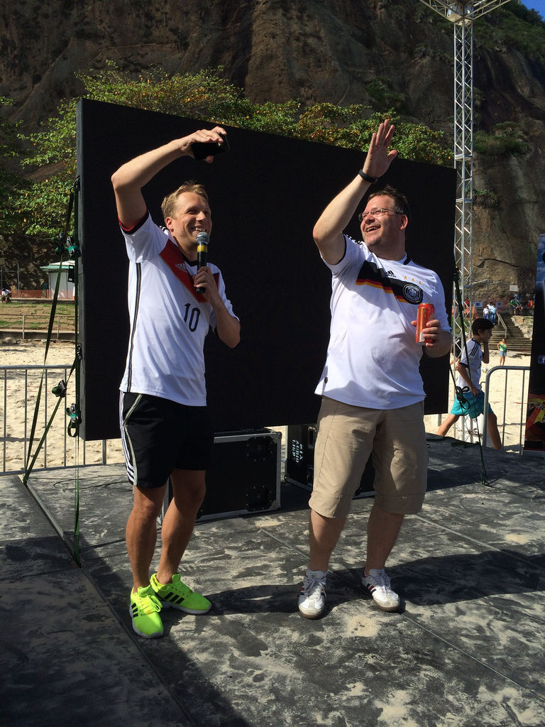 Oliver Pocher & Elton auf dem DFB Fanclub Fest an der Copacabana