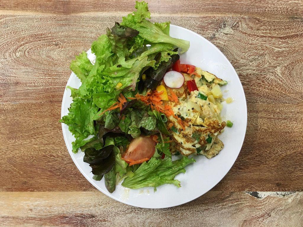 Omelett mit Salat