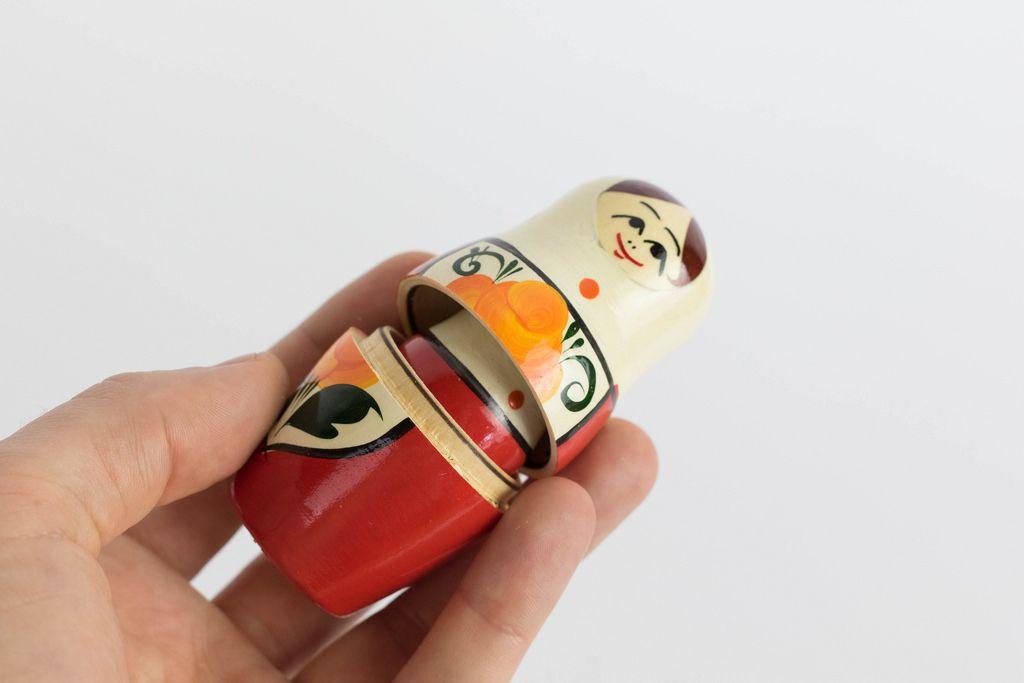 Opening Matryoshka dolls