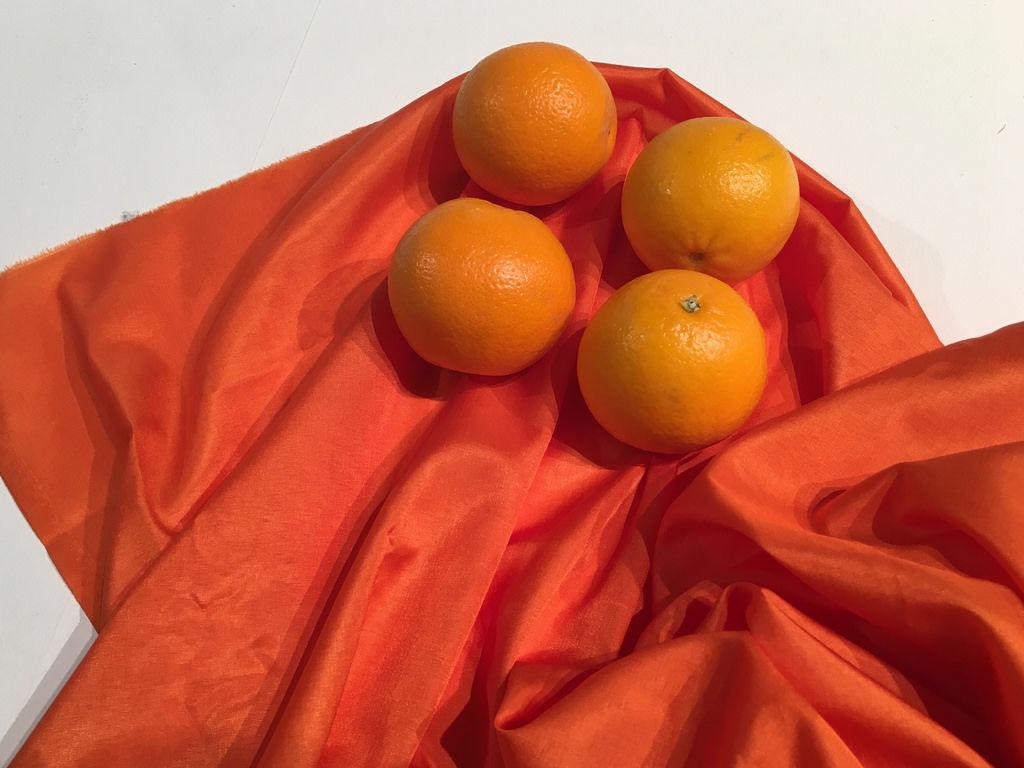 Orangen auf Stoff