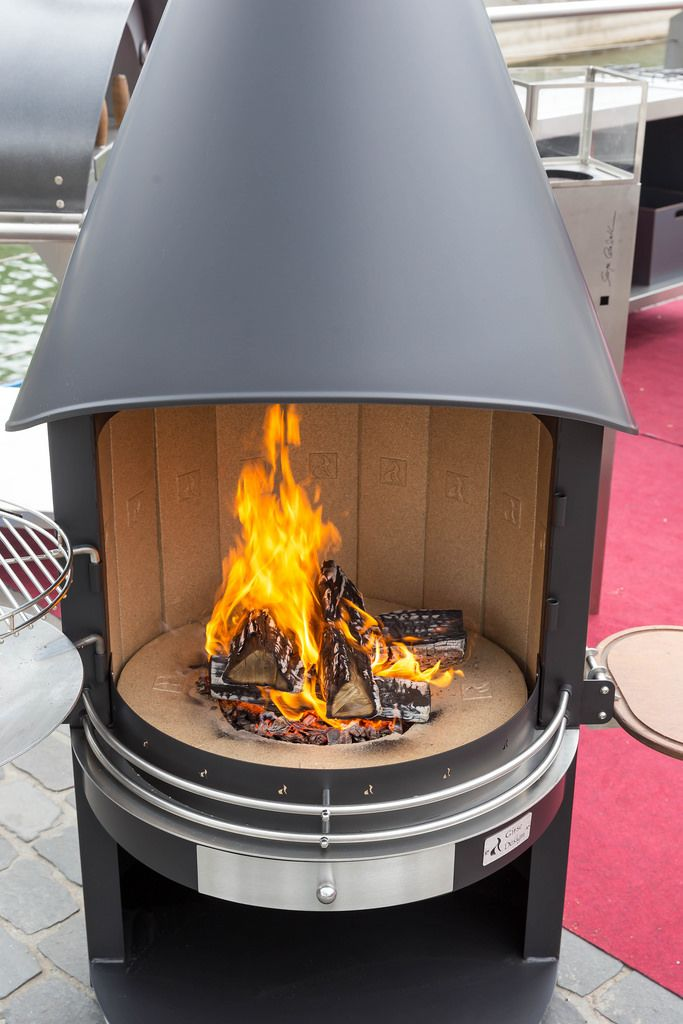 Outdoor grill mit holzkohle bilder und fotos creative for Grill holzkohle