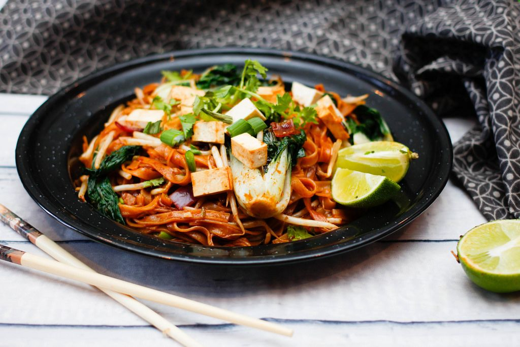 Pad Thai With Tofu and Green Vegetables With lime