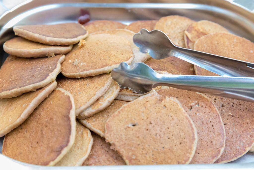 Pancakes und eine rostfreie Toastzange