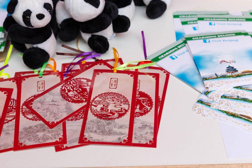 Panda-Plüschtiere und Peking-Broschüren - Chinafest, Köln