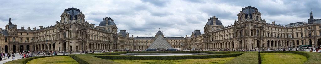 Panorama: Musée du Louvre in Paris