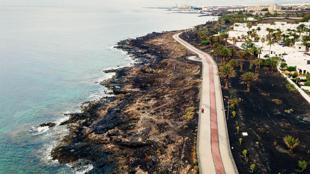 Path along the oceanfront / Weg entlang der Küste