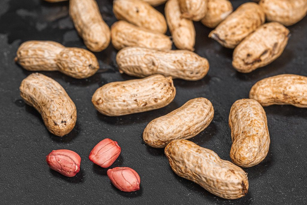Peanuts raw in shell and peeled peanut kernels