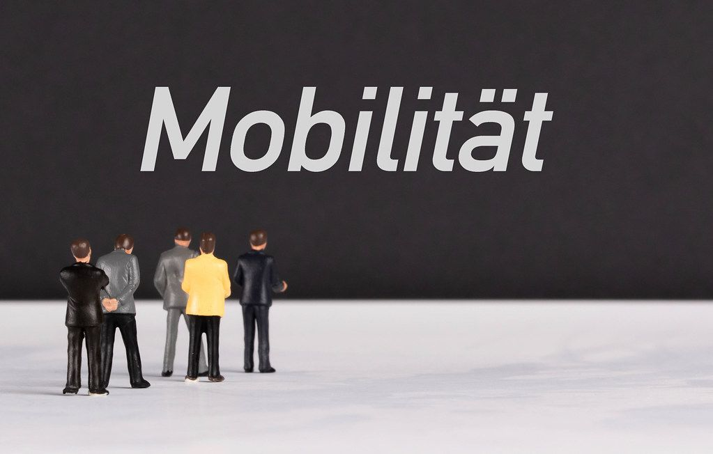 People standing in front of Mobilität text