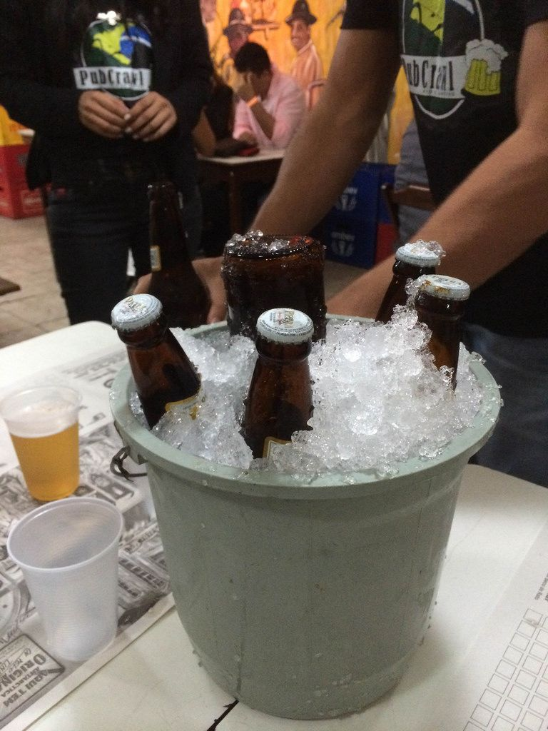 Perra-Bier im Eiskübel - Rio de Janeiro, Brasilien