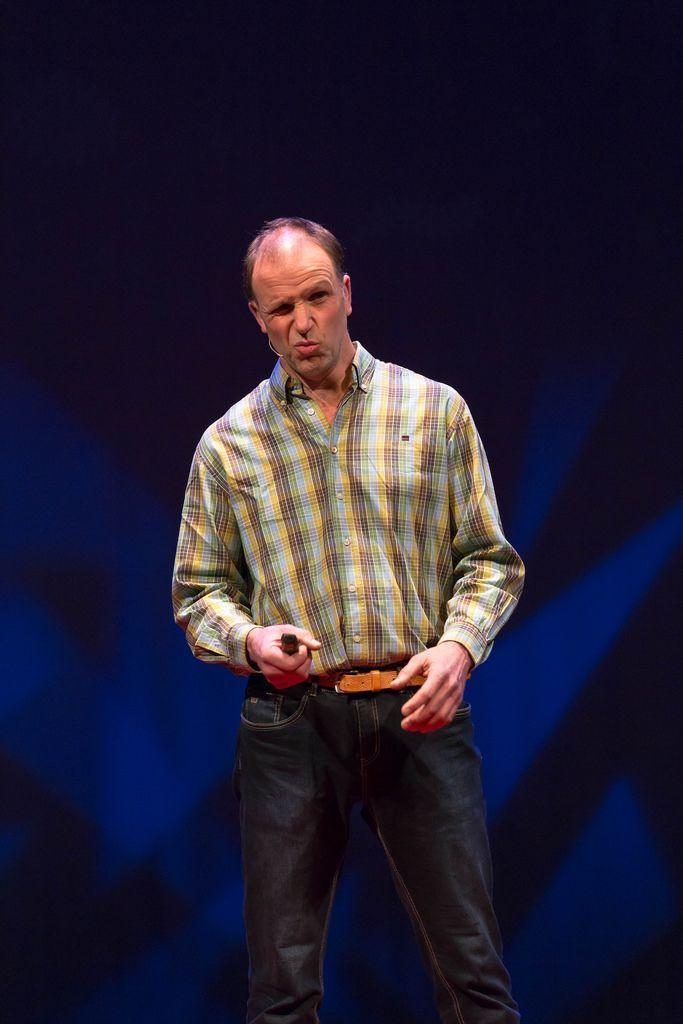 Philippe van der Grinten trägt über die Wichtigkeit von gesunden Böden vor - TEDxVenlo 2017