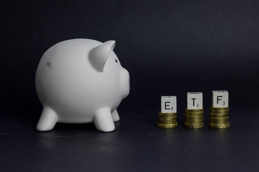 Piggy bank with ETF text