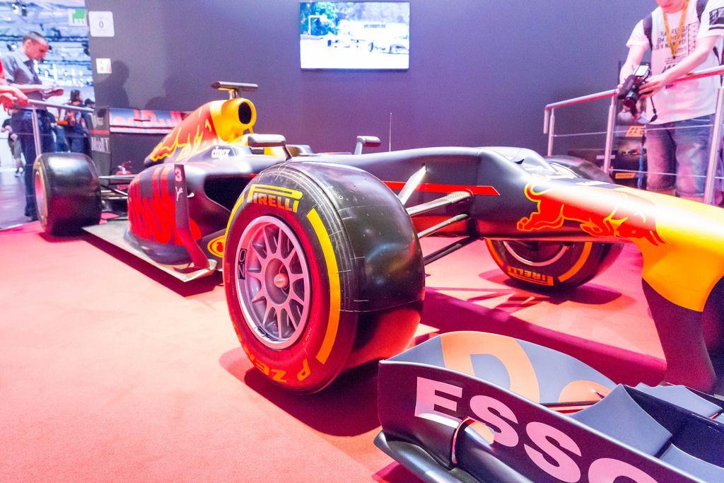 Pirelli-Reifen Red Bull F1 Rennwagen - Gamescom 2017, Köln