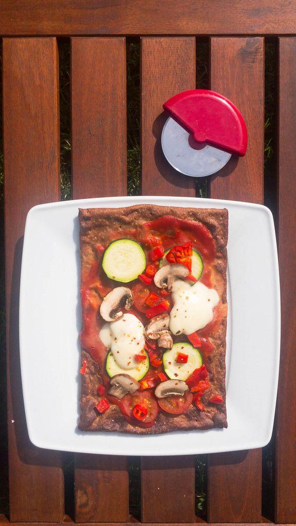 Pizza: Champignons, Zucchini, Paprika, Cherrytomaten, Käse