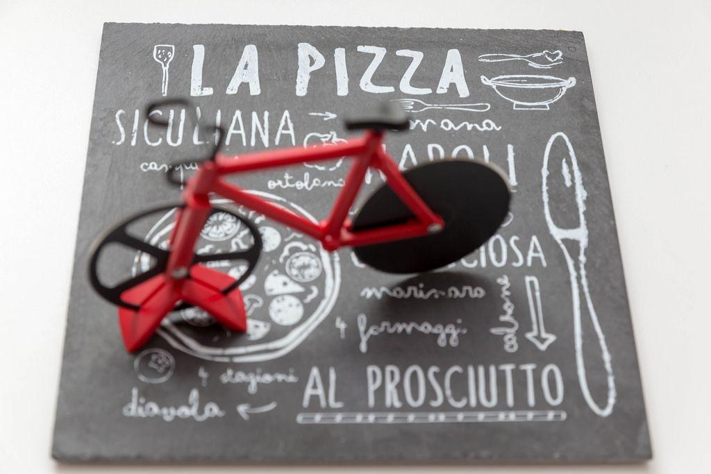 Pizzaplatte und Fahrrad Pizzamesser