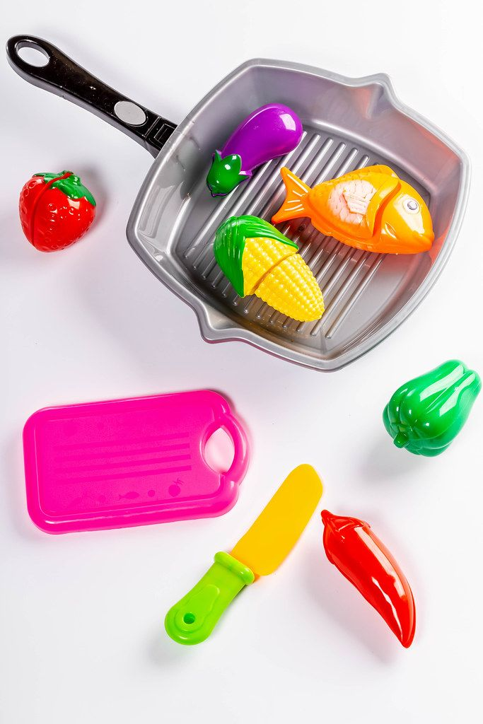 Plastic children's toys vegetables, frying pan, knife and tray (Flip 2019)