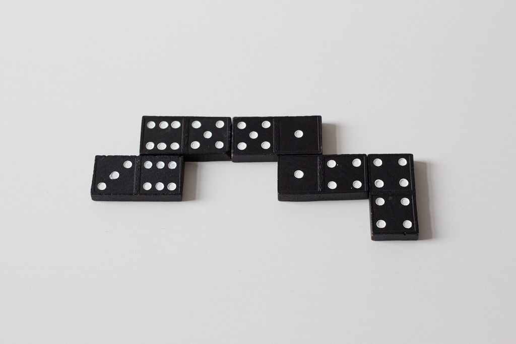 Playing domino