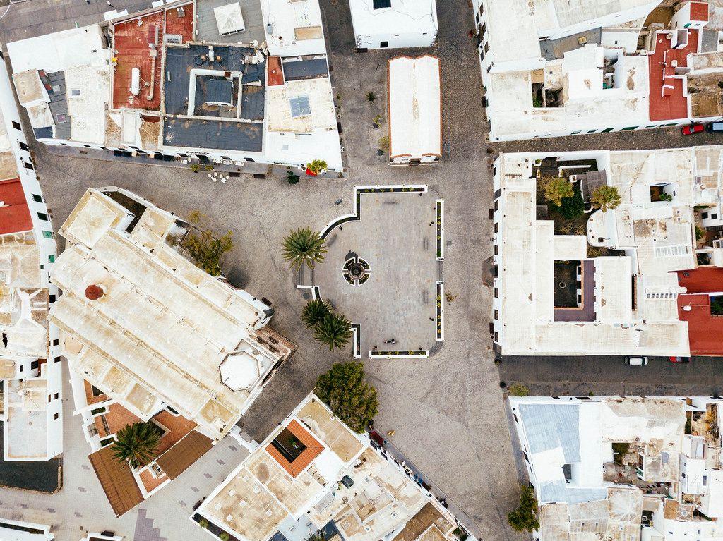 Plaza in a small Spanish town / Plaza in einer kleinen spanischen Stadt