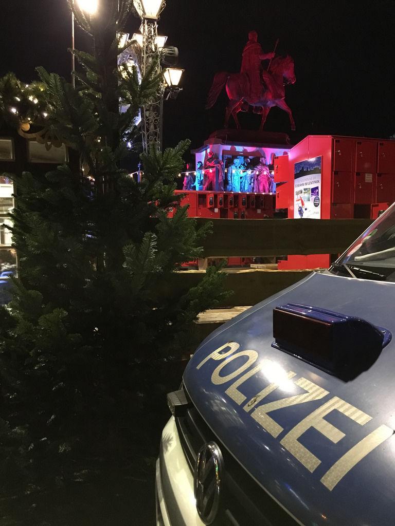 Polizeistreife am Weihnachtsmarkt Heumarkt