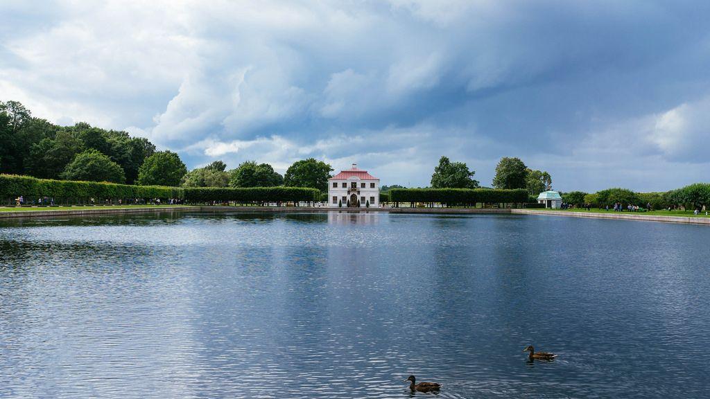 Pond at Petergof, Tsar Peter residence / Teich bei Peterhof, Zar Peter Wohnsitz