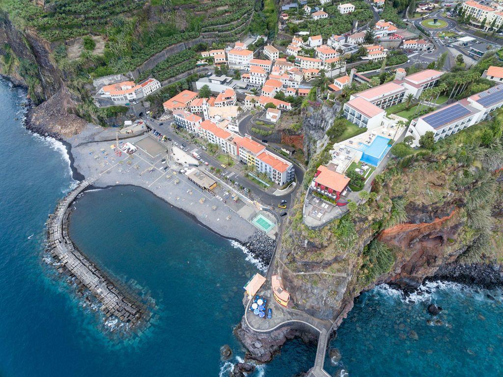 Ponta do Sol aus der Vogelperspektive, Madeira (Drohnenfoto)