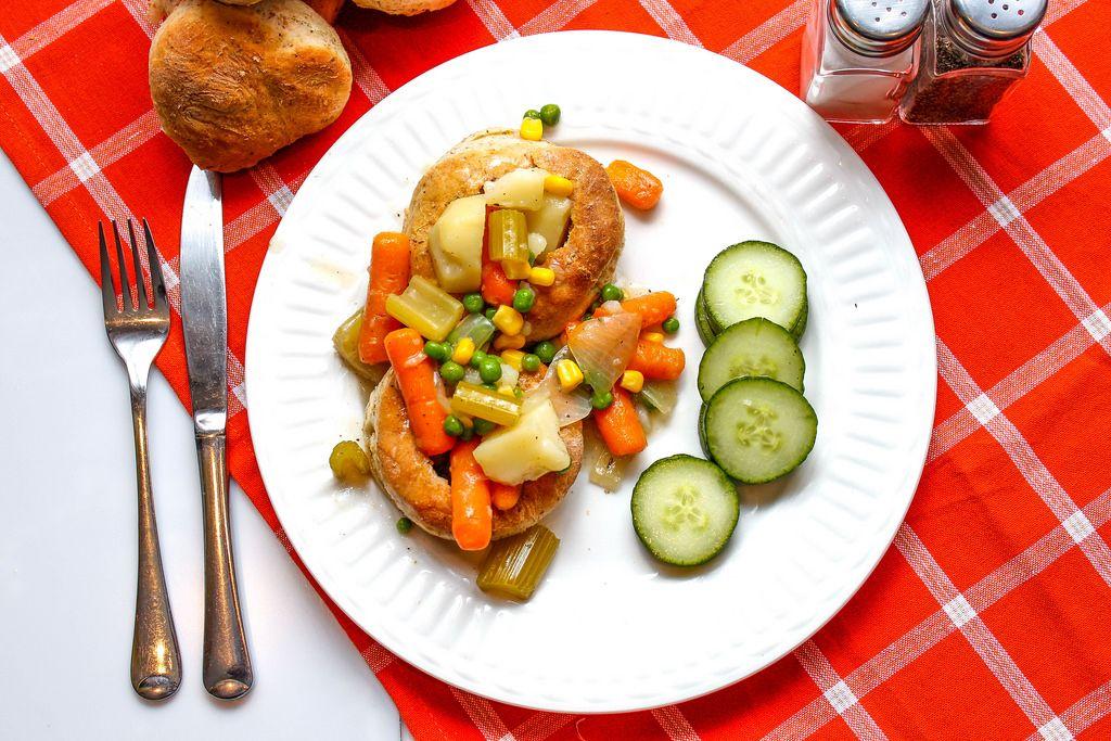 Pot Pie mit Karotten, Erbsen und Kartoffeln