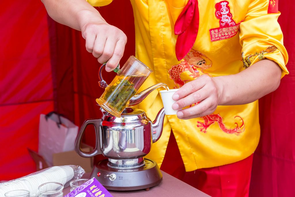 Pouring in Huang Qin Tea - Chinafest, Cologne