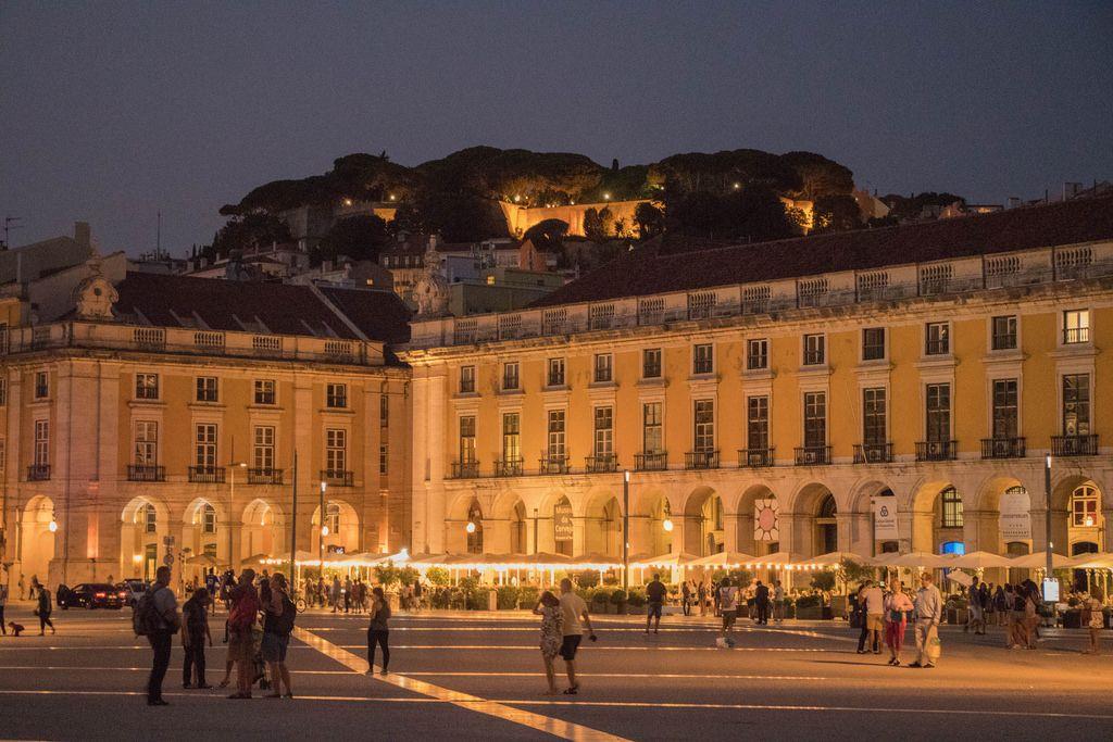 Praça do Comércio and S. Jorge Castle at night