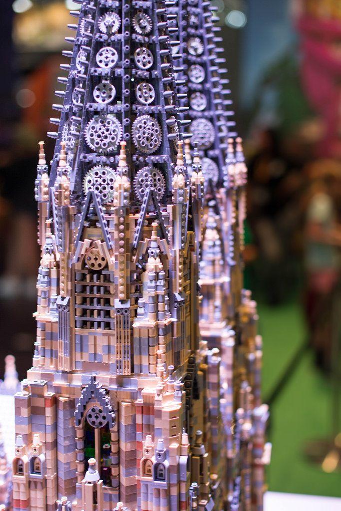 Präzise details bei dem Kölner Dom aus Legosteinen