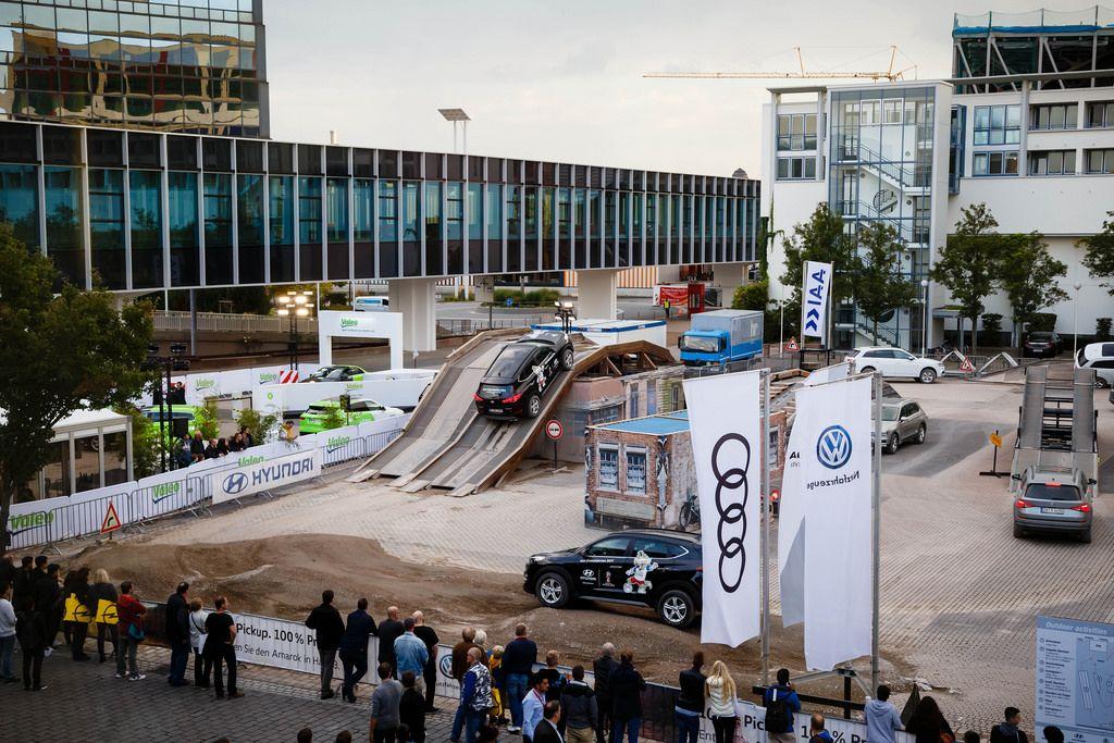 Probefahrten bei der IAA 2017 in Frankfurt am Main