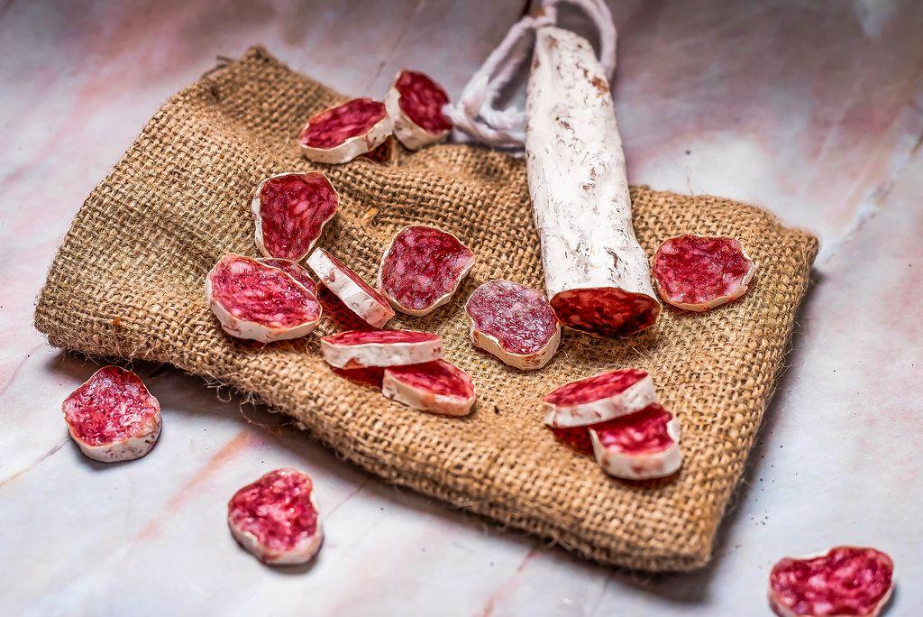 Prosciutto on linen cloth (Flip 2019)