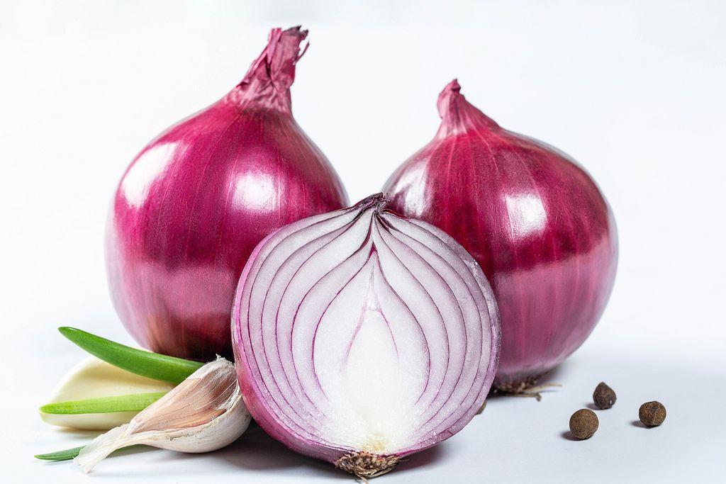 Purple onion and garlic with pepper