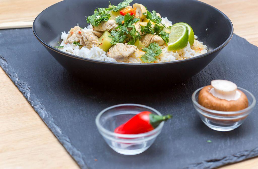 Putencurry  mit scharfer Currypaste, PIlzen, Chili und Reis