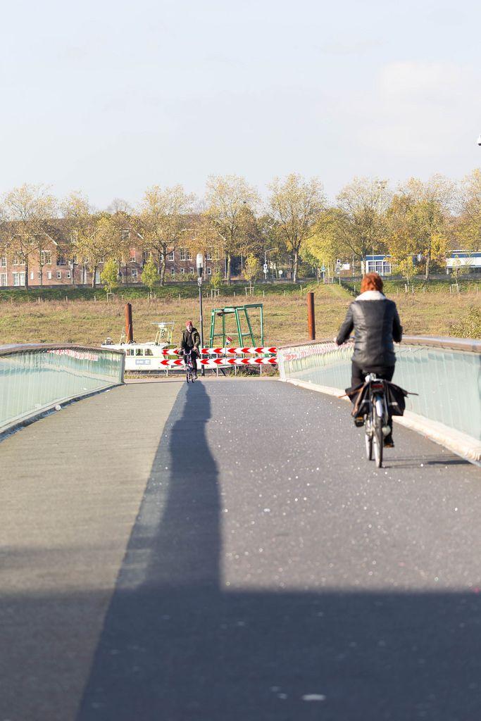 Radfahrer auf einer Brücke - Venlo