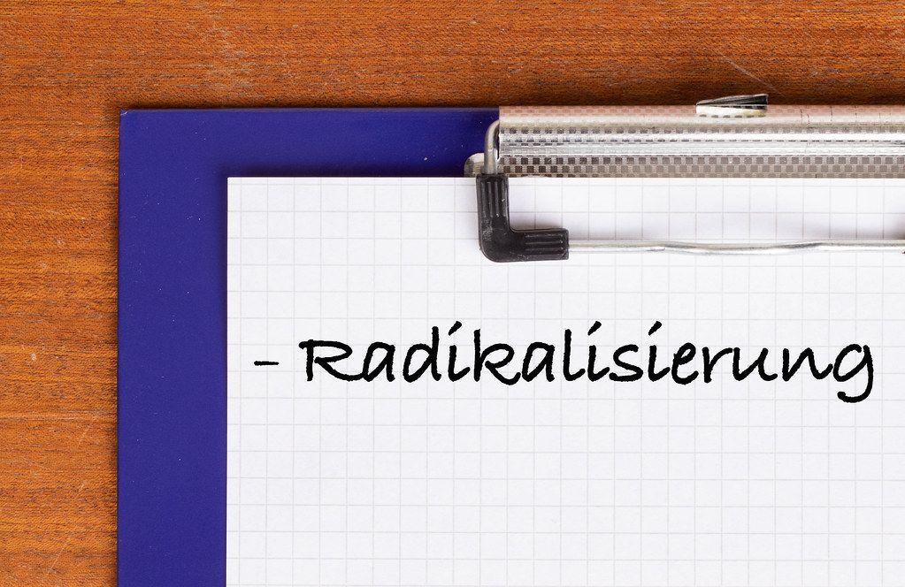 Radikalisierung text on clipboard