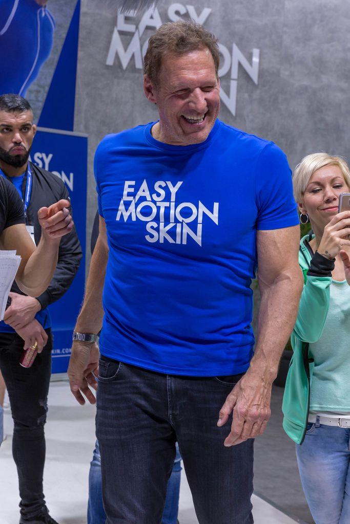 Ralf Moeller deutscher Sportler im Easy Motion Skin T-Shirt für Promotion des neuesten Wireless Training