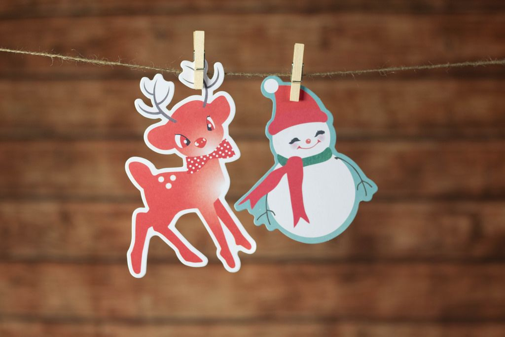 Reindeer adn snowman hanging on the rope