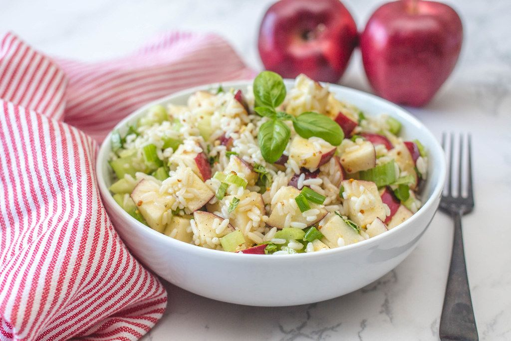 Reissalat mit Äpfeln und Basilikum