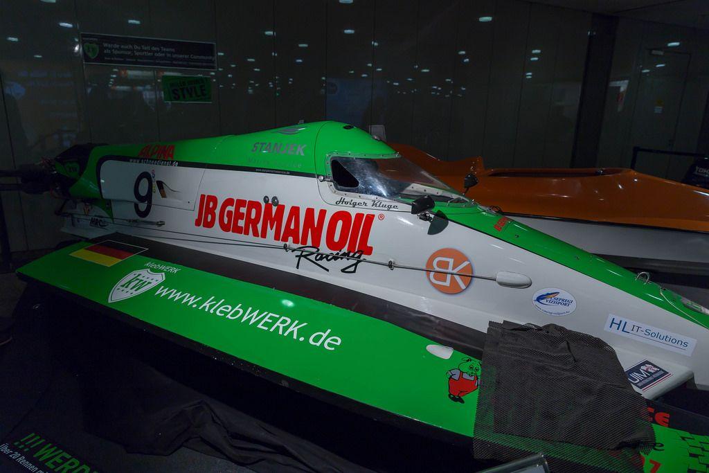 Rennboot von klebWerk Racing und dem Deutschen Motoryachtverband - Boot Düsseldorf 2018